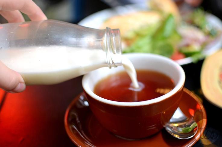 La bonne dose de lait dans le thé