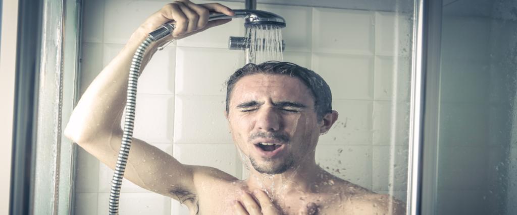 Bien mouiller le cheveu avant shampoing
