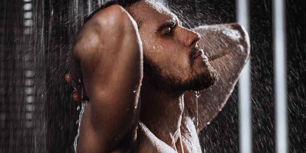 Rincer correctement le shampoing