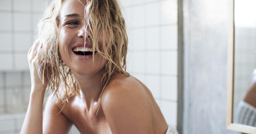 Bien se laver les cheveux en cinq étapes