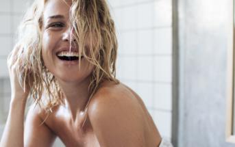 Beauté : comment bien se laver les cheveux en cinq étapes