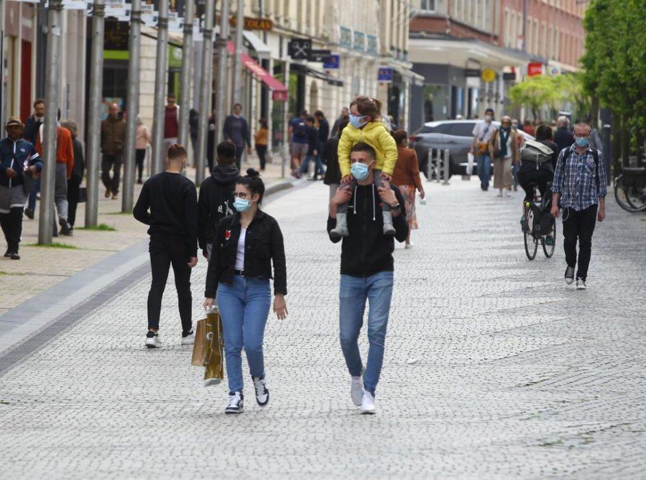 Quelles villes obligent au port du masque en plein air ?