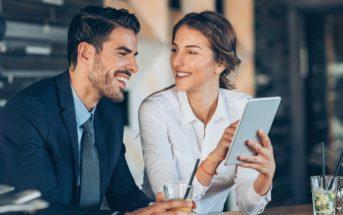 Amour au travail : peut-on être en couple avec un(e) collègue de bureau ?