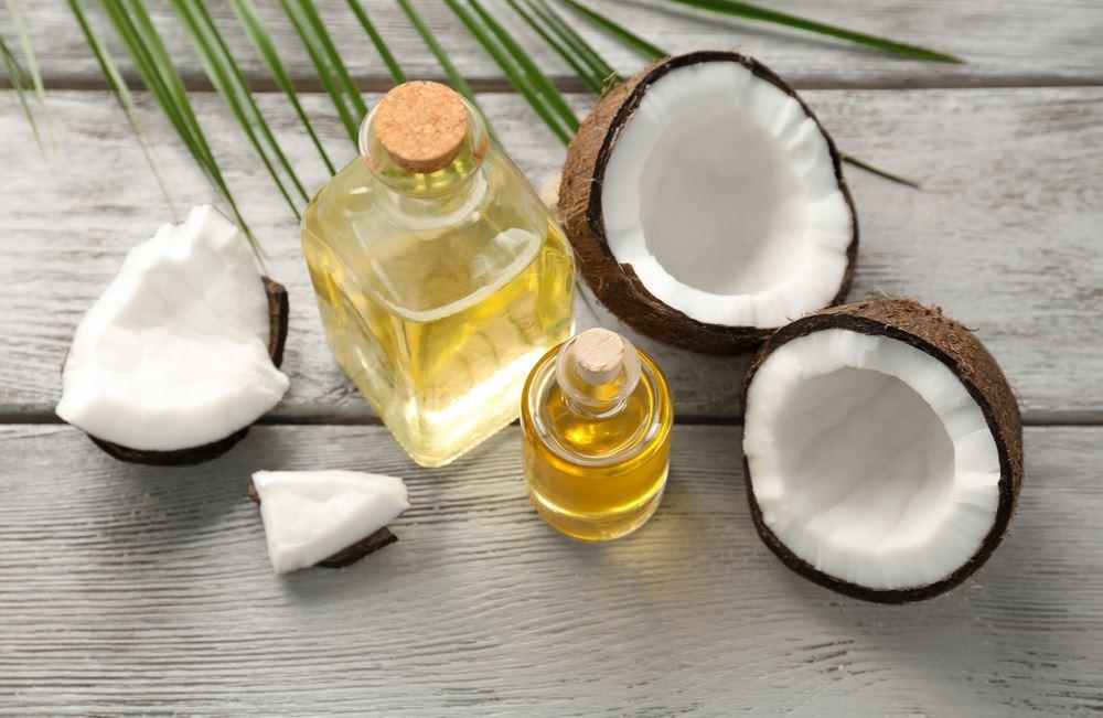 Huile de coco, pour soigner les cheveux secs