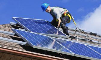 installer un panneau solaire sur son toit