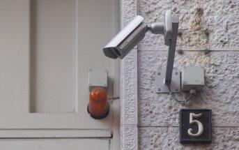 Départ en vacances : comment bien surveiller sa maison ?