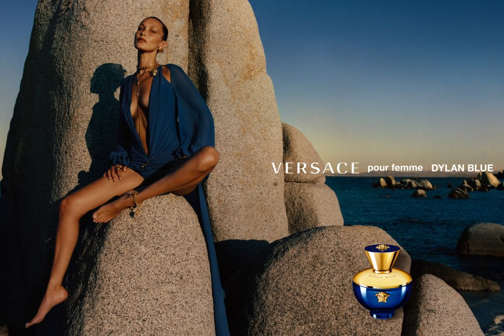 Bella Hadid chez Versace