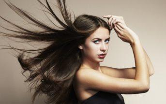 Cheveux raides : 10 astuces pour les rendre plus souples