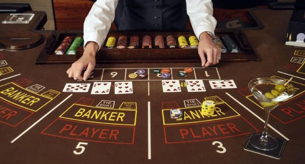 jeu de baccarat au casino