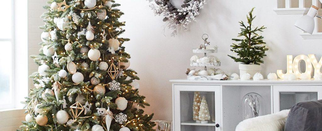 Déco de Noël : Comment installer les boules dans son sapin ?