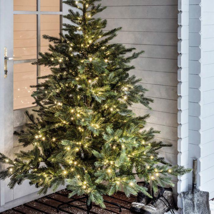 Quand installer les guirlandes lumineuses sur son sapin de Noël ?