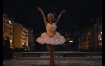 La jolie pub Amazon 2020 sur une danseuse confinée