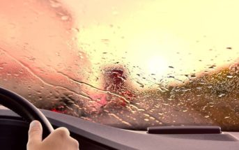 Que faire si mon pare-brise de voiture prend l'eau ?