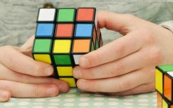 Jouer au Rubik's cube : les avantages pédagogiques pour un enfant