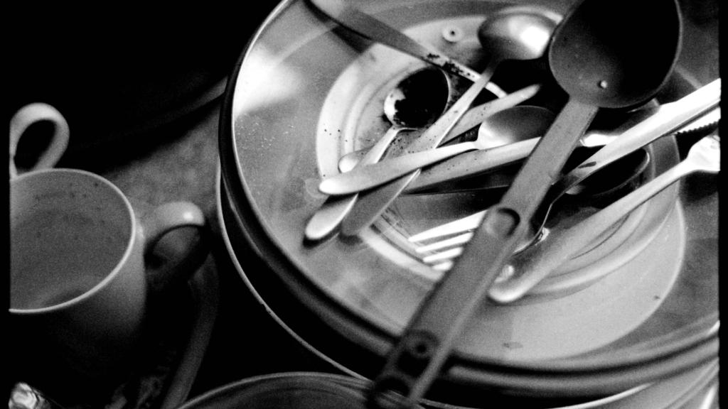Faire sa vaisselle pour réutiliser l'eau de cuisson