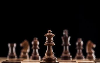 The Queen's Gambit: la série Netflix sur une joueuse d'échecs!