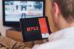 Le top des séries et films qui débarquent sur Netflix en février 2021.