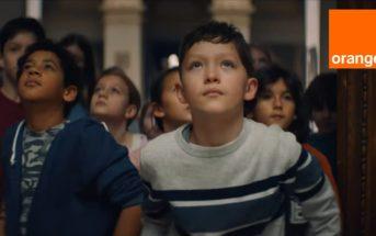 Pub Orange 5G 2021 avec des enfants au musée du Louvre [Musique et infos]
