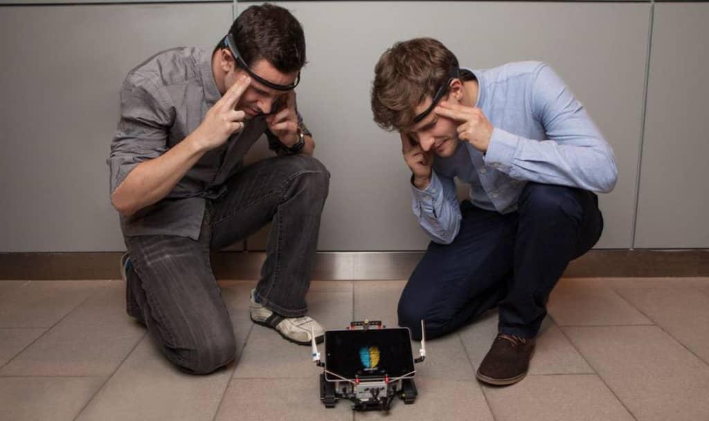 Robots contrôlés par la pensée