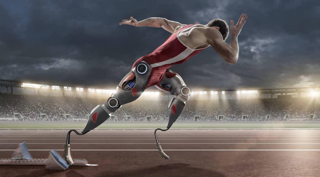 transhumain avec des prothèses futuristes