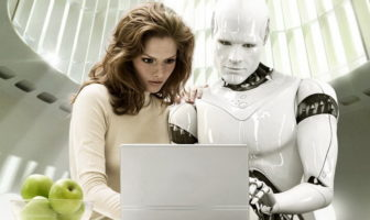 IA et humain devant ordinateur