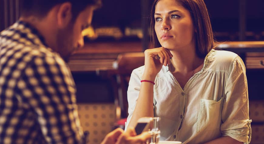 femme qui a des secrets ennui couple