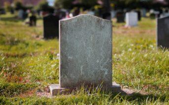 Comment facilement personnaliser une plaque funéraire en ligne ?