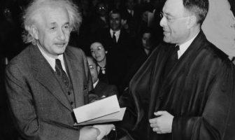 Albert Einstein : vous pouvez désormais discuter avec le génie de la science