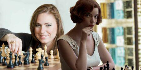 La championne du monde des échecs, Judith Polgar, et Beth Harmon