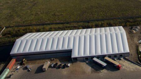 Tentes de stockage : une alternative économique aux hangars industriels traditionnels