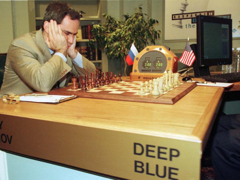 Kasparov jouant contre Deep Blue aux échecs
