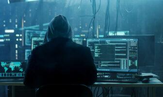 Un hacker en train mener une attque