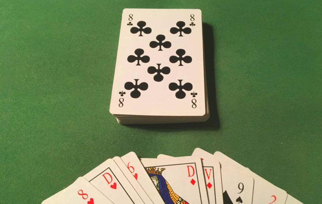 8 canadien : jeu de cartes canadien