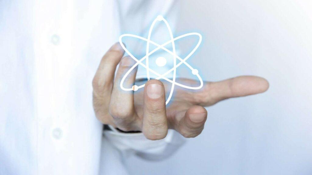 Les scientifiques manipules les matériaux et les substances.