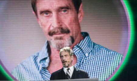 Que savoir de John McAfee, l'homme retrouvé mort en prison ?