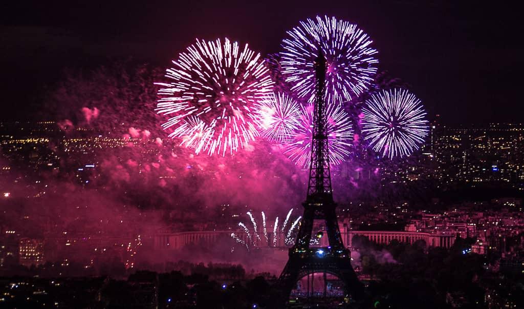 feu d'artifice de la tour Eiffel à Paris 2021
