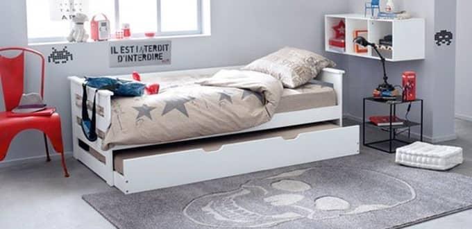 Lit enfant avec un tiroir de rangement en dessous du lit