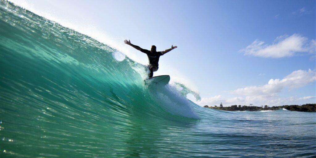 Faire du surf dans les Landes