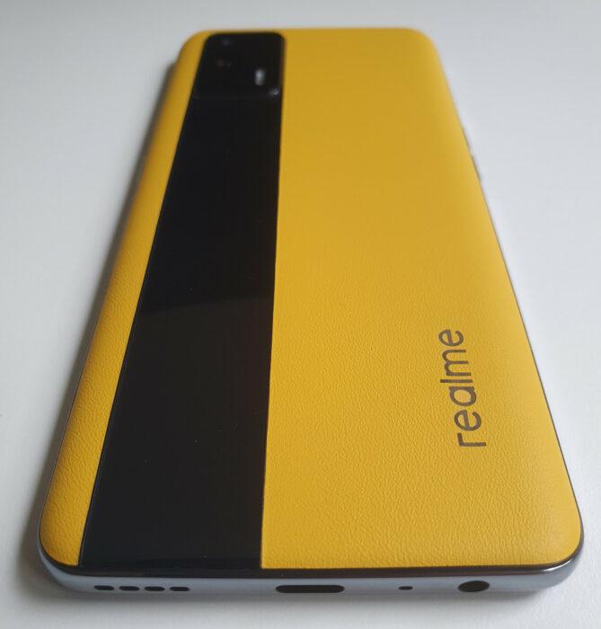 test realme gt 5g design arrière cuir jaune