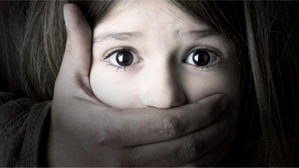 Un enfant maltraité en image.