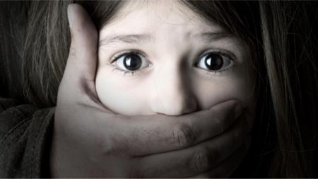 Un enfant maltraité en image