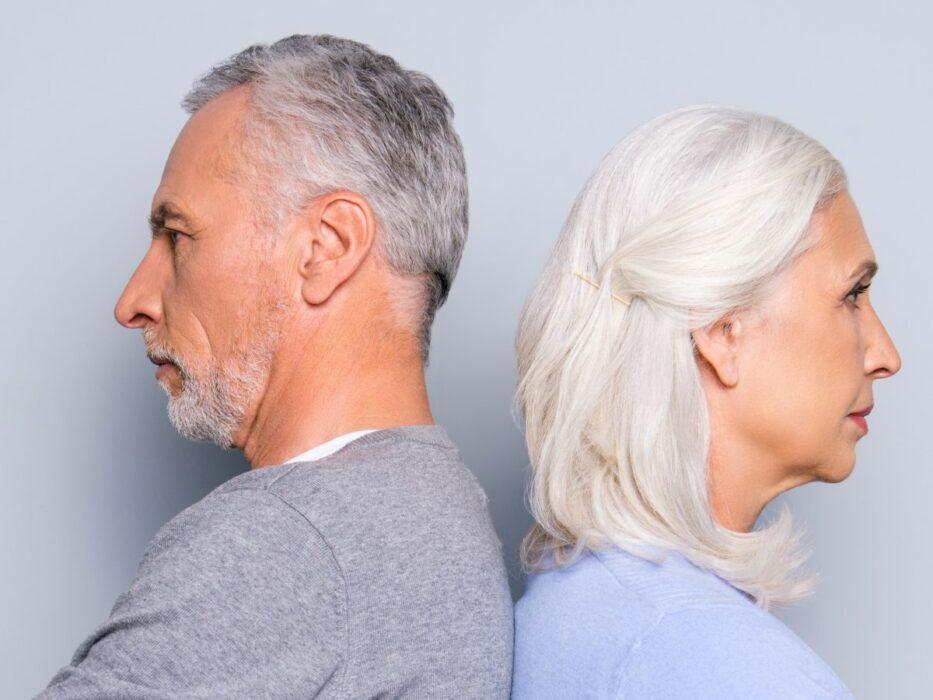Cheveux gris et blancs