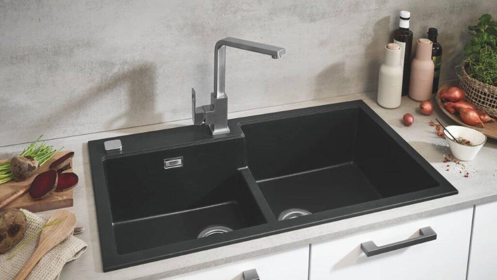 évier en matériaux composites dans une cuisine