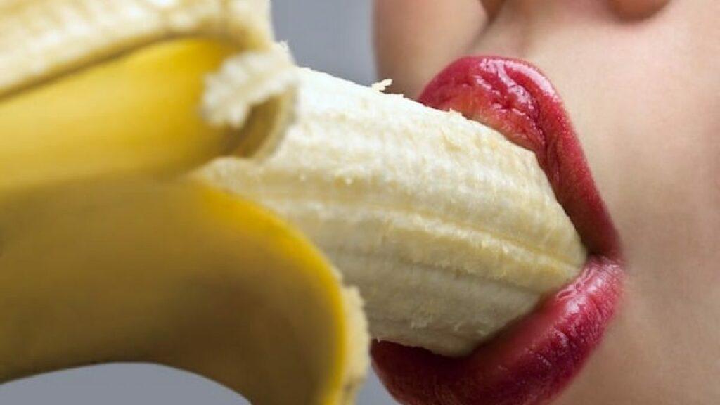 femme-fellation-banane