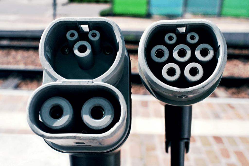 Différents types de câbles la recharge d'une voiture électrique