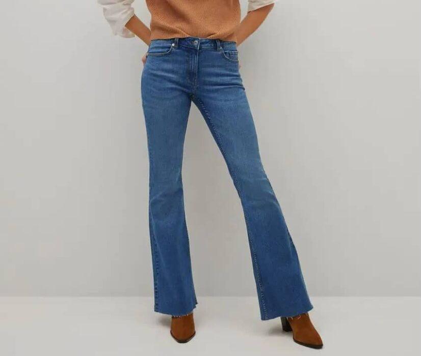 Jean flare vintage pour femme de la marque Mango