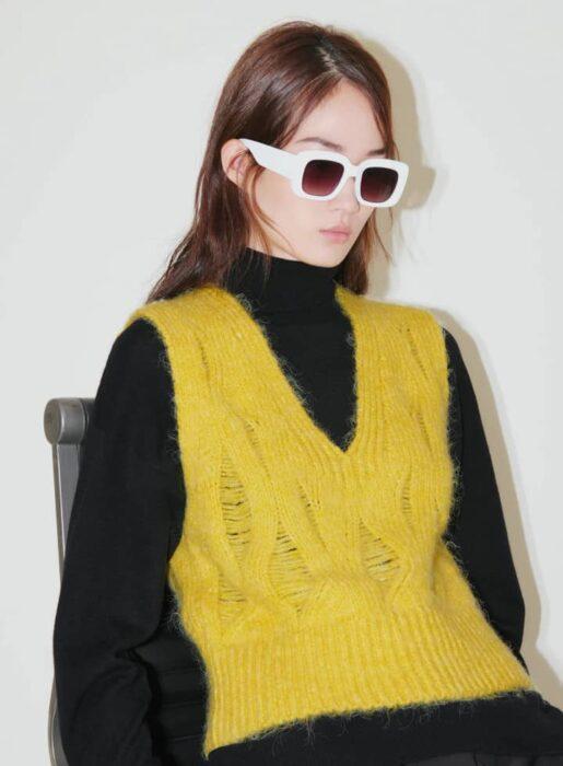Pull sans manches en maille jaune de la marque Zara